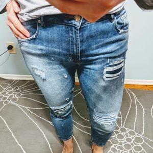 EUC Zara distressed ankle jeans